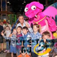 Сами Насери подарил радость детям